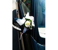 Aranjament floral pentru masina cu trandafir alb M 07