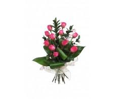 Buchet clasic cu trandafiri fucsia, ruscus si aspidistra BO25