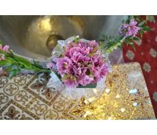 Decor cristelnita cu crizanteme si wax flower CR05