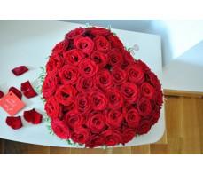 Inima din trandafiri rosii FG08